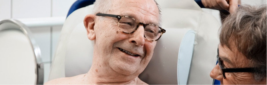 arjo-blog-5-tips-providing-hygiene-care-residents-dementia-img