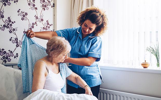 Arjo-blog-what-can-we-do-about-dementia-nurse-patient